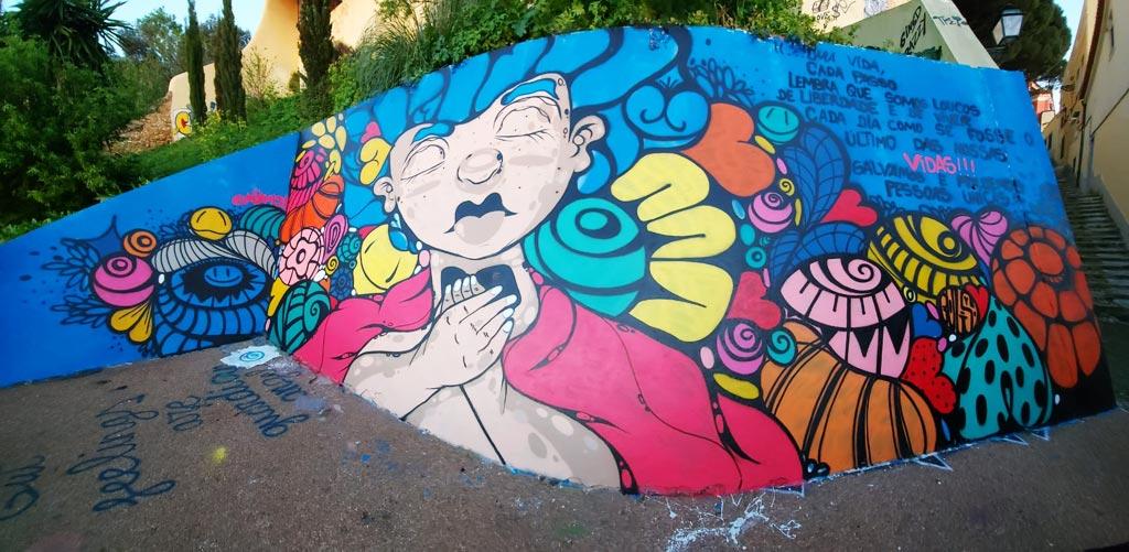 Mural de MOAMI no Caracol da Graça
