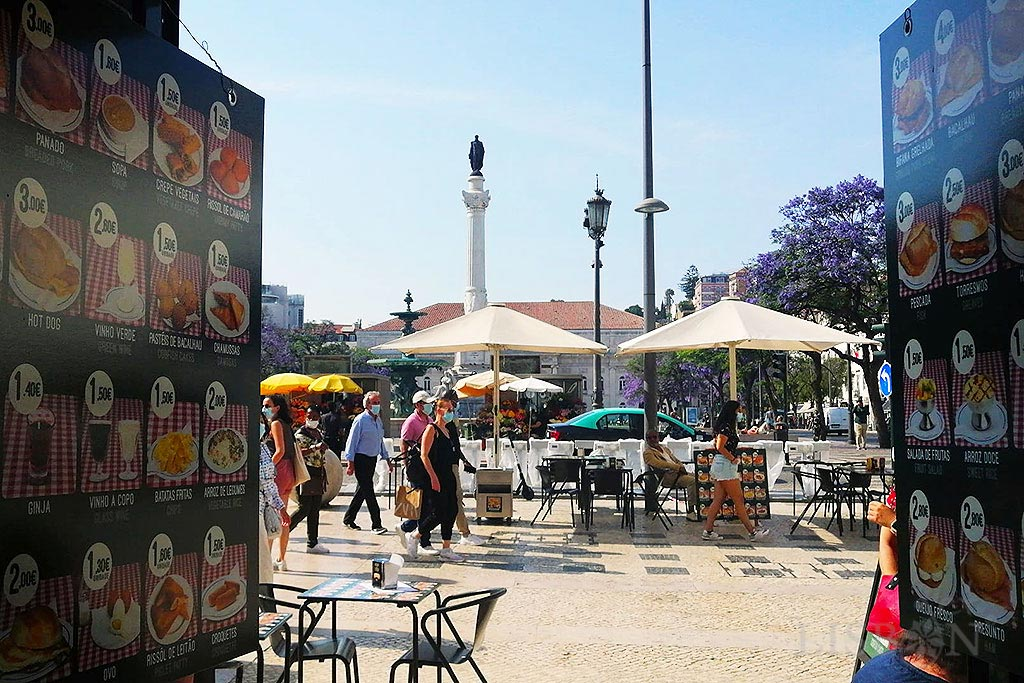 A terrace in the heart of Rossio, where you can enjoy, at affordable prices, old and traditional flavours of Lisbon