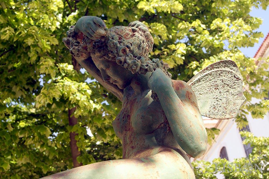 Cast iron sculpture in Graça Garden